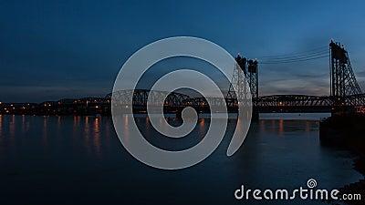 Ponte da uno stato all'altro fra Portland O e Vancouver WA stock footage