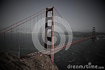 Ponte de porta dourada o VERMELHO