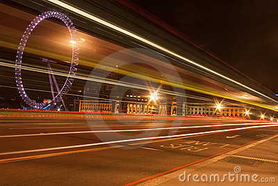 Ponte de Westminster na noite Foto Editorial