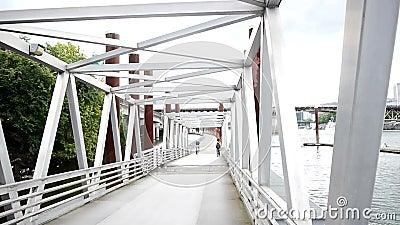 Ponte pedestre vídeos de arquivo