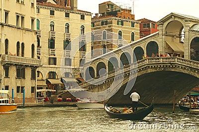Ponte Rialto in Venice, Italy