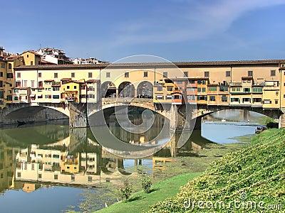Ponte Vecchio and river Arno hdr