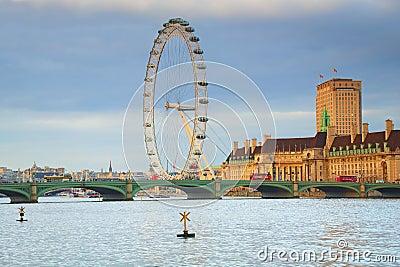 Ponticello dell occhio & di Westminster di Londra a Londra Immagine Editoriale