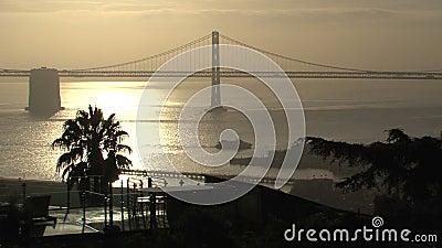 Ponticello della baia del San Francisco-Oakland alla notte video d archivio