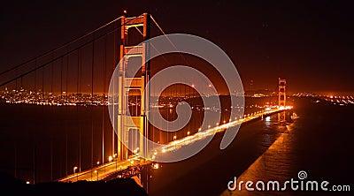 Ponticello di cancello dorato, San Francisco alla notte