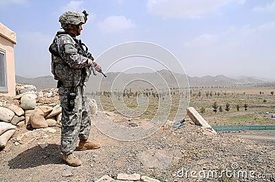 Ponto de verificação na beira afegã Foto de Stock Editorial