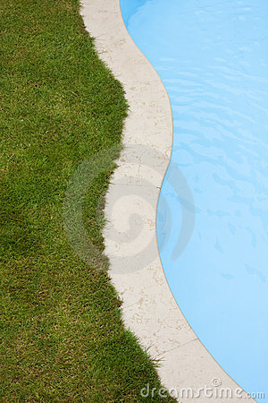 Free Pool And  Lawn Stock Photos - 20004413