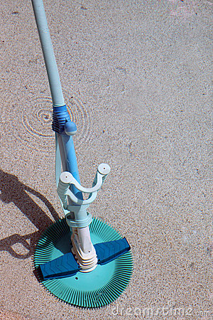 Pool cleaning device