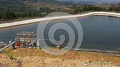 Pool de água de mina de ouro video estoque