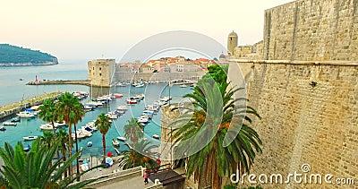 Poort van kust aan Dubrovnik stock videobeelden