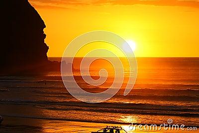 Por do sol lindo na praia de Piha
