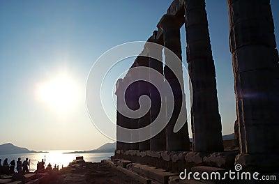 Por do sol perto do templo