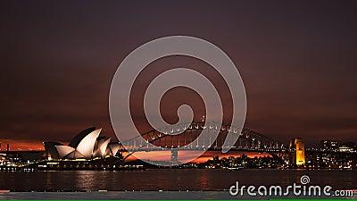 Por do sol vermelho brilhante do teatro da ópera de sydney