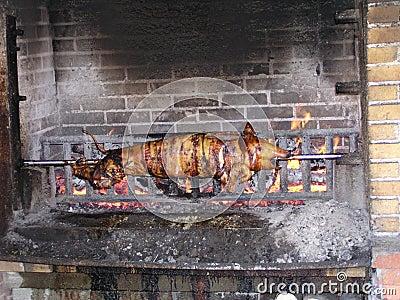 Porc sur une broche