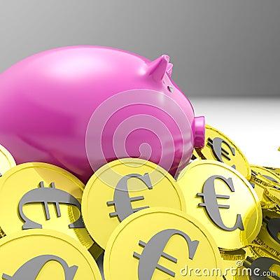 Porcellino salvadanaio circondato nell economia dell europeo di manifestazioni delle monete