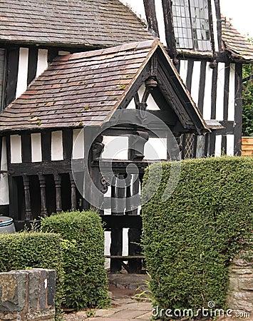 porche anglais de maison traditionnel photographie stock. Black Bedroom Furniture Sets. Home Design Ideas