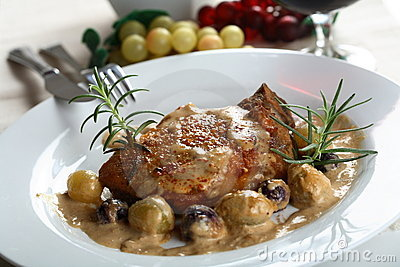 Pork chop with grapes