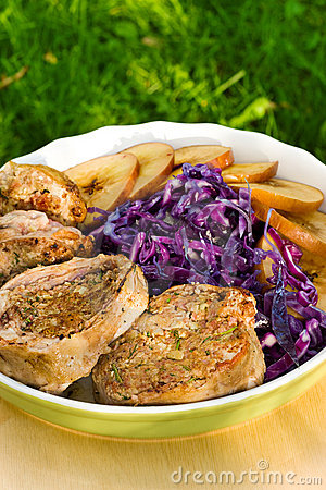 Pork medallions with apples