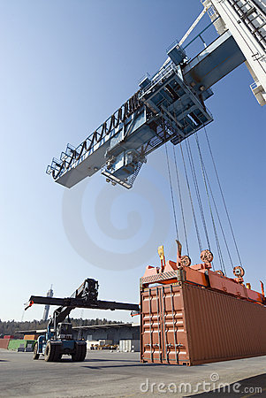 Port-crane lowering container to awaiting truck