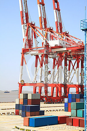 Port cranes and container trade