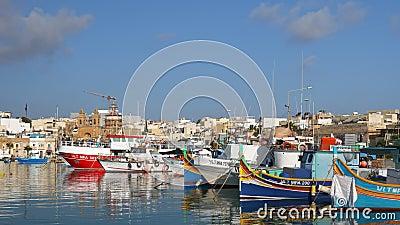 Port Du Village De Pêche De Marsaxlokk À Malte clips vidéos