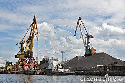 Port. Portal cranes
