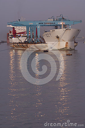 Free PORT SAID/EGYPT 02nd JANUARY 2007 - The Heavy Load Carrier Zhen Stock Photo - 55327070