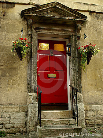 Porta da rua vermelha