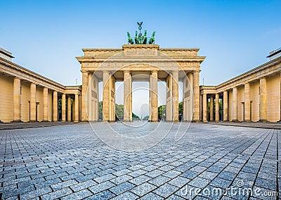 Porta di brandeburgo ad alba berlino germania fotografia - Berlino porta di brandeburgo ...
