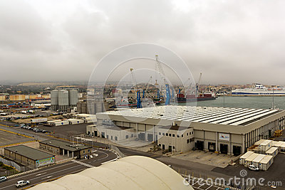 Porta di Civitavecchia dal marinaio di crociera dei mari Fotografia Editoriale