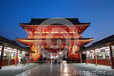 Porta no templo em Asakusa, Tokyo de Senso-ji, Japão