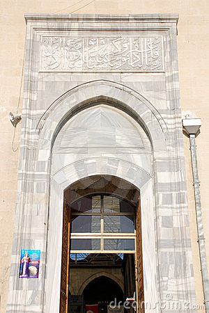 Porta principal da mesquita