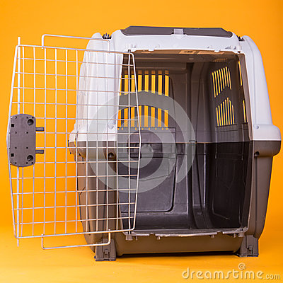 Portable dog cage