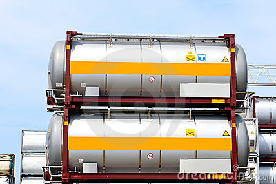 Portable oil and chemical storage tanks