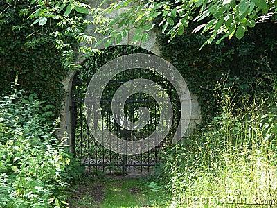 Porte de monastère