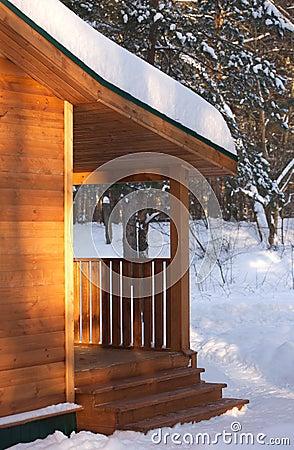 Portico di una casa di legno immagine stock immagine for Comprare una casa di legno