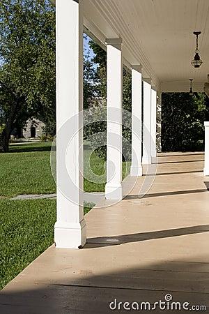 Portico vuoto con le colonne immagine stock libera da for Aggiornare le colonne del portico
