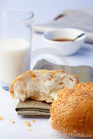 Portion loaf with sesame and milk