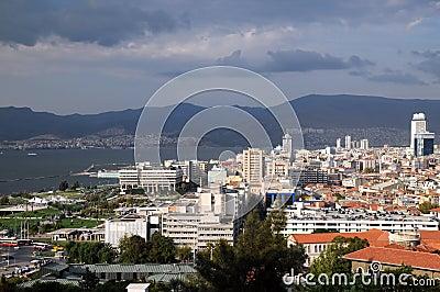 Porto de Izmir antes da tempestade