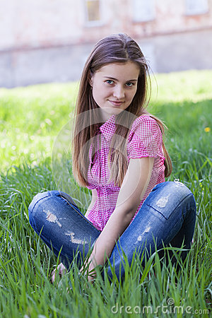Portrait beautiful young woman outdoors