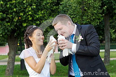 Portrait of bride and groom in hands of pigeons