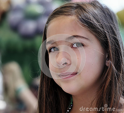 des jungen Mädchens mit geschlossenen Augen und