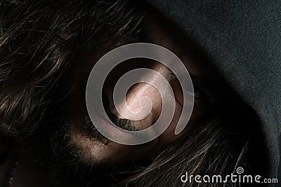 Portrait des Kerls mit großer Wekzeugspritze