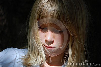 Portrait des traurigen jungen Mädchens