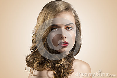 Portrait of girl with wavy hair in front of the