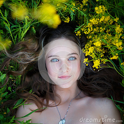 Free Portrait Of A Beautiful Young Girl Stock Photography - 51072452