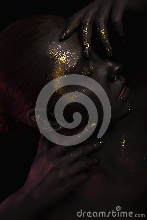Free Portrait Of A Woman On Black Background With The Glitters And Sparkles All Over The Black Skin Royalty Free Stock Images - 47951059
