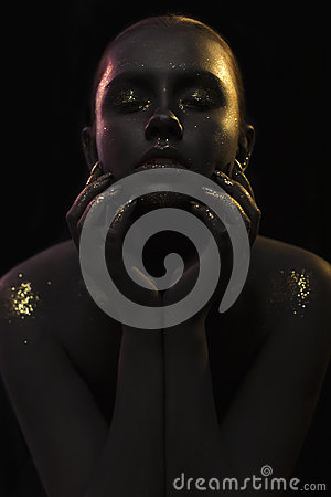 Free Portrait Of A Woman On Black Background With The Glitters And Sparkles All Over The Black Skin Royalty Free Stock Image - 47951146