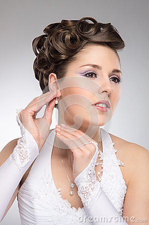 Free Portrait Of A Young Brunette Bride In Makeup Stock Photography - 31466782