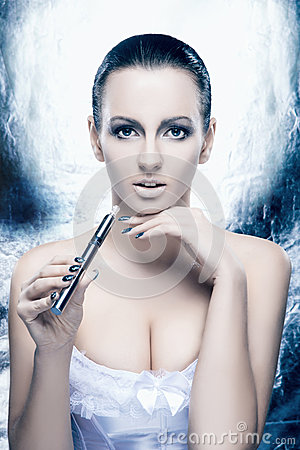 Free Portrait Of A Young Woman With An E-cigarette Royalty Free Stock Photography - 36293537